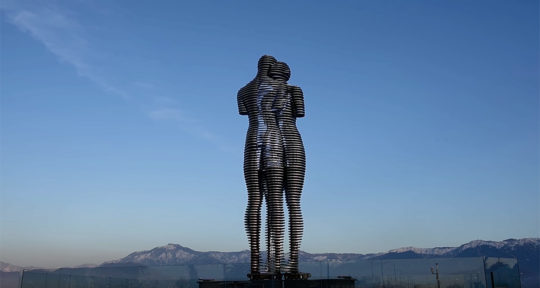 ali-and-nino-monument-designed-by-tamara-kvesitadze
